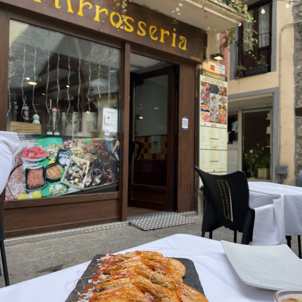 Tapas Bar En restaurante Arrossería Andorra somos especialistas en arroces, pescados, marisco y frituras con aceite virgen de oliva en Andorra. Tapas - Pescaíto Frito - Arroces - Pescados - Marisco - Paellas - Gambas salteadas con ajitos tiernos, almejas a la marinera o langostinos a la plancha