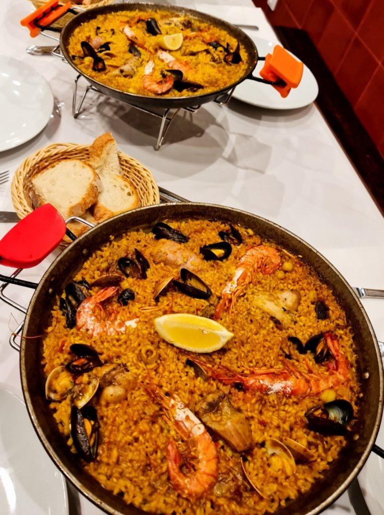 Cocinar un buen arroz es todo un arte que no todo el mundo tiene. En la gastronomía española la paella es el plato estrella y ha conquistado muchos paladares en sus múltiples variantes: de carne, de pescado, mixta…